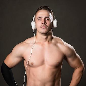 Widok z przodu człowiek ze słuchawkami