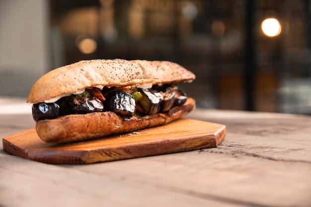 Widok z przodu kanapka wegetariańska