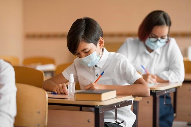 Widok z przodu koncepcji covid z powrotem do szkoły