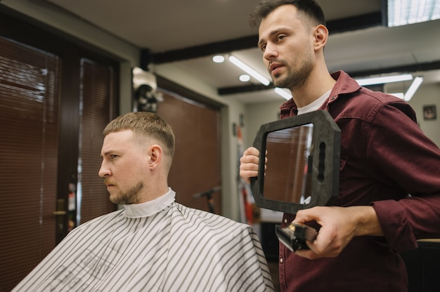 Widok z przodu koncepcji fryzjera