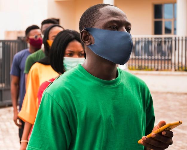 Widok z przodu koncepcji koronawirusa w afryce