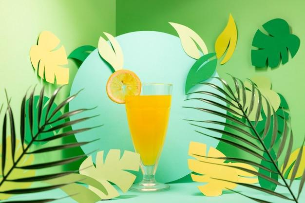 Widok z przodu koncepcji lato z napojem