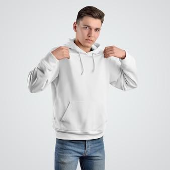 Widok z przodu makieta bluza z kapturem szablon dla młodego człowieka. projektowanie białych ubrań. prezentacja do sprzedaży w sklepie.
