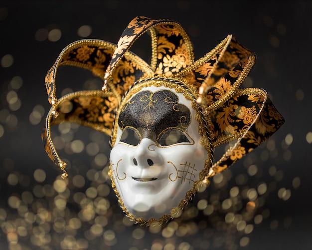 Widok z przodu maski na karnawał