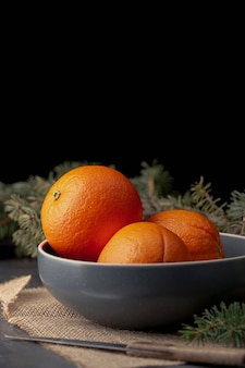 Widok z przodu miski z mandarynki i miejsca kopiowania