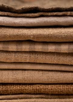 Widok z przodu monochromatycznych kolorowych tkanin