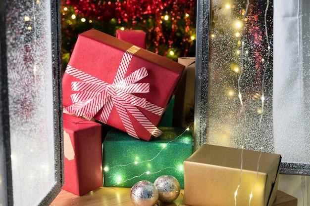 Widok z przodu na piękne prezenty świąteczne