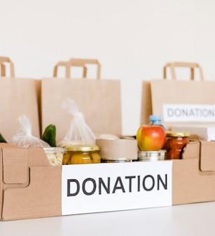 Widok z przodu na przepisy dotyczące skrzynki darowizn na cele charytatywne