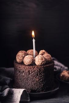 Widok z przodu na pyszne ciasto czekoladowe