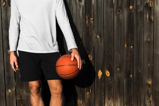 Widok z przodu nierozpoznany koszykarz