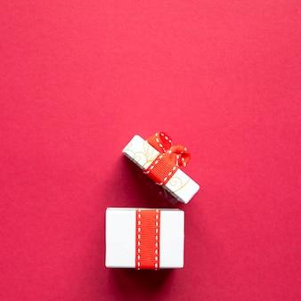 Widok z przodu otworzył ładny prezent