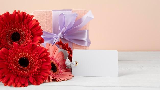 Widok z przodu piękny bukiet kwiatów z tagiem