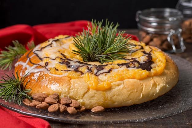 Widok z przodu pyszne ciasto święto trzech króli z bliska