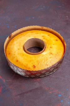 Widok z przodu pyszne okrągłe ciasto idealne słodkie ciasto na herbatę na ciemnym tle herbata słodkie ciasto ciasto cukrowe
