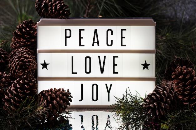 Widok z przodu radość miłości pokoju bożego narodzenia napis
