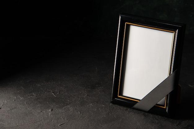 Widok z przodu ramki na zdjęcia w ciemności