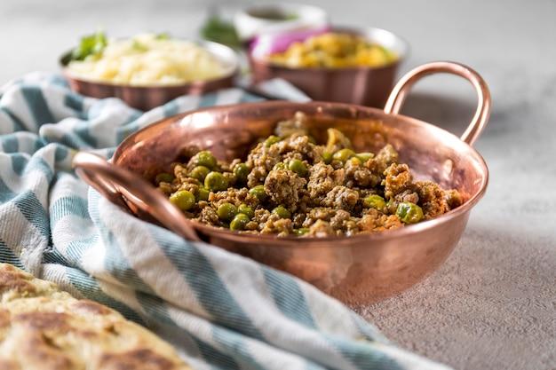 Widok z przodu różnych smakołyków z pakistanu