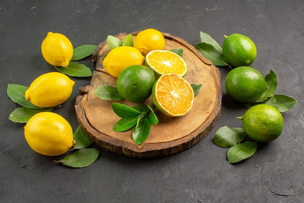 Widok z przodu świeże cytryny na ciemnym tle