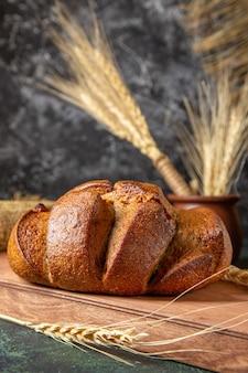 Widok z przodu świeży chleb