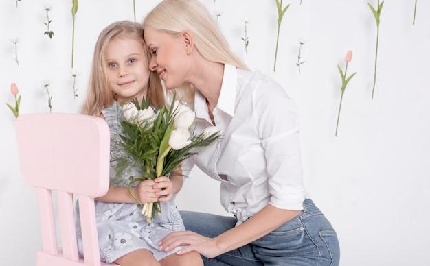 Widok z przodu szczęśliwa matka i córka