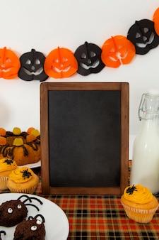 Widok z przodu uroczej koncepcji halloween z miejsca na kopię