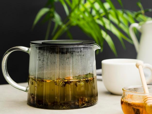 Widok z przodu zaparzacz do herbaty