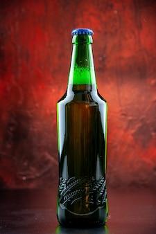 Widok z przodu zielona butelka piwa