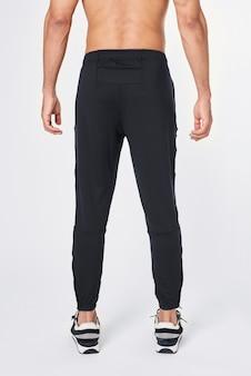 Widok z tyłu czarne męskie spodnie jogger