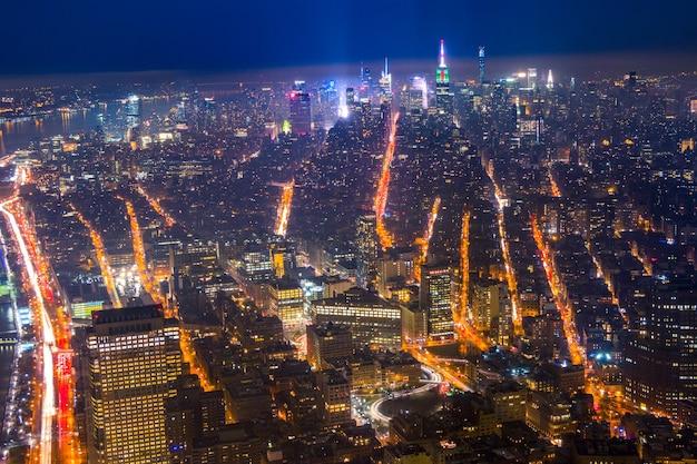 Widok z wieżowca nocą nowy jork