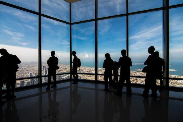 Widok z wieży burj khalifa w zjednoczonych emiratach arabskich