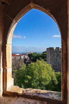 Widok z wieży widokowej zamku św. jerzego. lizbona, portugalia
