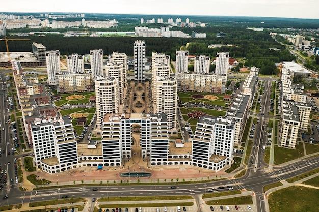 Widok z wysokości nowej dzielnicy mińska.