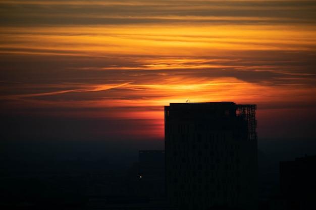 Widok zachodu słońca na panoramę