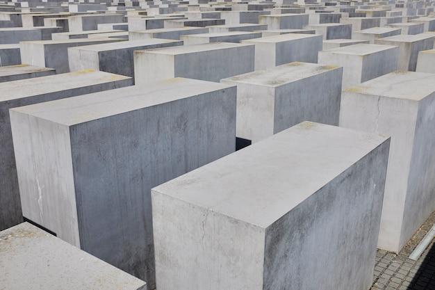 Widok żydowskiego pomnika ofiar holocaustu w berlinie