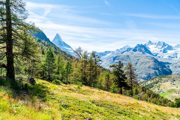 Widoki na szczyt matterhorn w zermatt, szwajcaria.