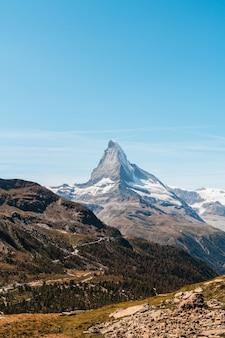Widoki na szczyt matterhorn w zermatt w szwajcarii.