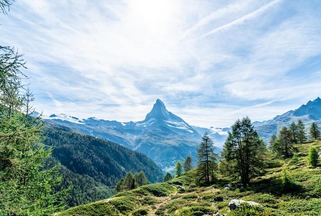 Widoki na szczyt matterhorn w zermatt w szwajcarii