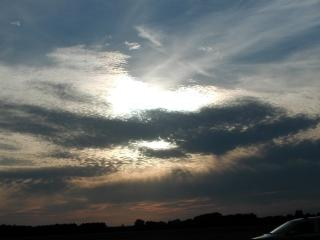Wieczorne niebo, belki