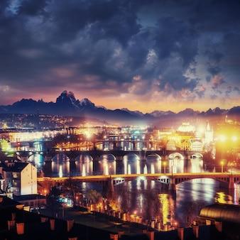 Wieczorny widok na wełtawę i mosty w pradze