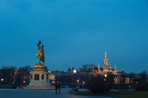 Wieczorny widok na wiedeń stolicę austrii