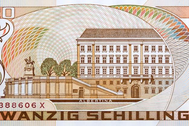 Wiedeńskie muzeum albertina z austriackich pieniędzy