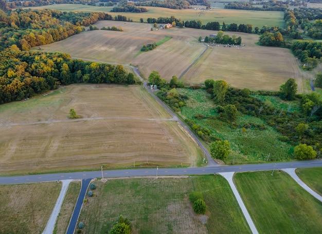 Wiejska scena w krajobrazie amerykańskiej wsi w stanie ohio w usa