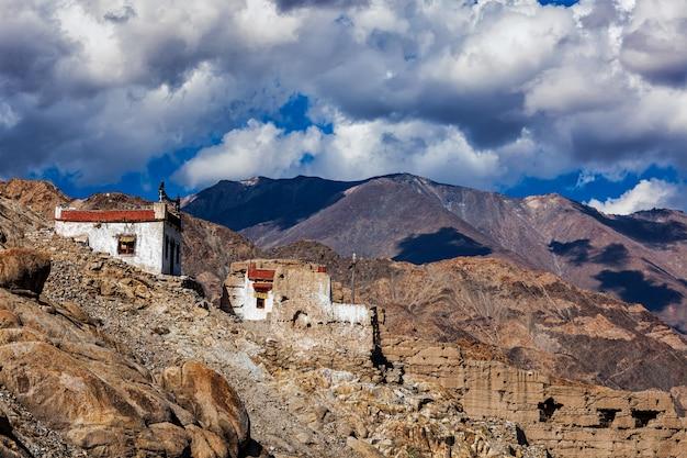 Wiejski dom w himalajach