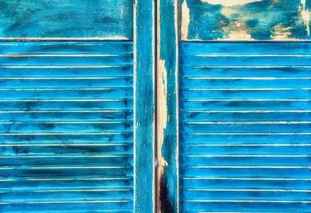Wieku grunge wyblakły niebieskie drzwi tekstury drewna miękkie tło greckie lub ibiza style