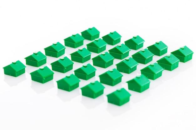 Wiele domów z zabawkami
