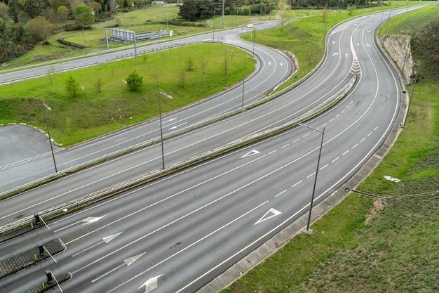 Wiele dróg widok z góry bez pojazdów
