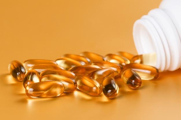 Wiele kapsułek omega 3 na żółto