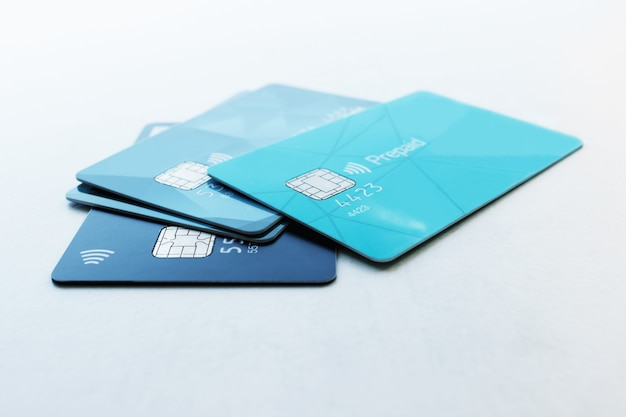 Wiele kart kredytowych. selektywne skupienie. koncepcja - finanse, biznes, płatności bezgotówkowe.