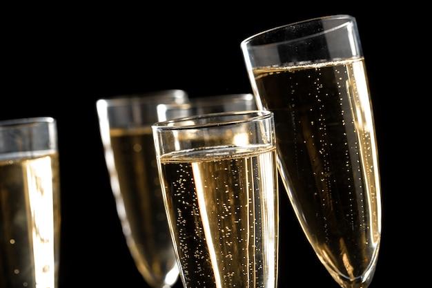 Wiele kieliszków szampana
