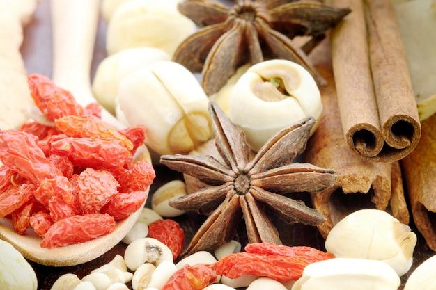 Wiele rodzajów chińskich ziół